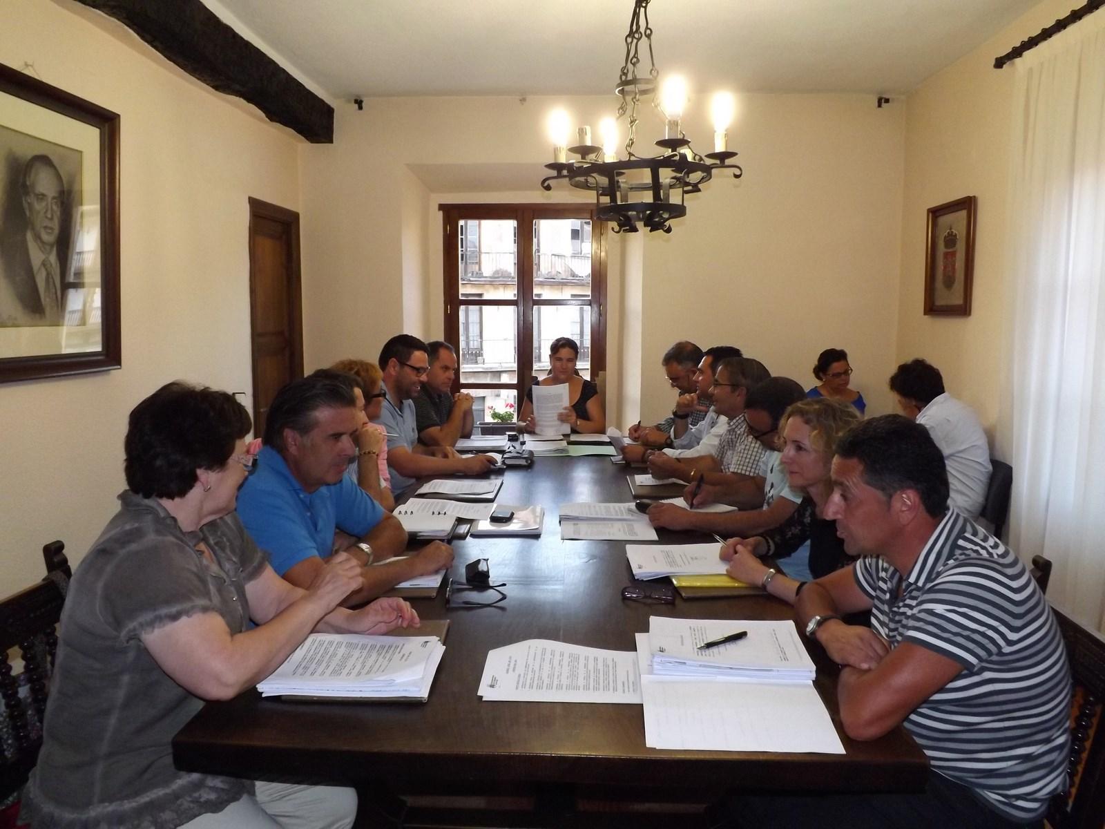 http://www.cabezondelasal.net/wp-content/uploads/2013/08/Pleno-ordinario-de-Agosto.jpg