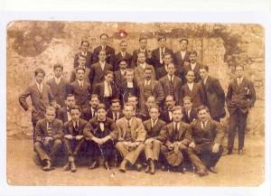 119. Antiguos Alumnos de la Escuela de Comercio (1916)